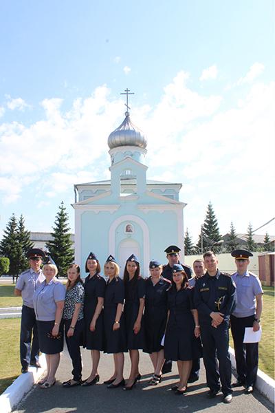 Сотрудники возле храма Святого Ермогена
